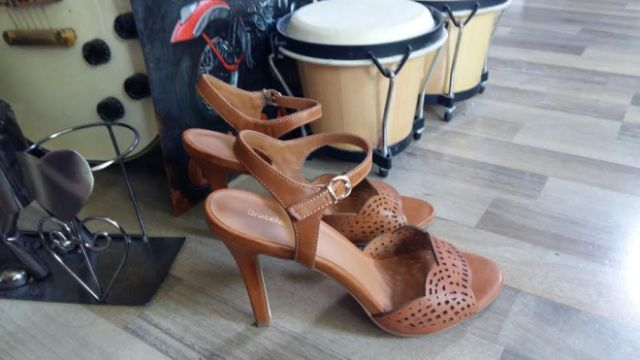 Deichmann tan heeled sandals