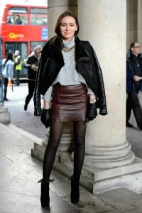 Grey jumper berry leather skirt opaque tights ankle boots