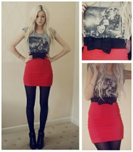 Printed tee red mini skirt opaque tights
