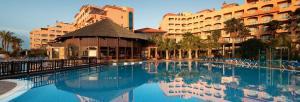 hotel-elba-sara-fuerteventura-pool-and-bar