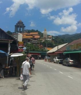 Approaching Kek Lok Si temple
