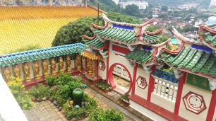 Kek Lok Si temple buddha courtyard