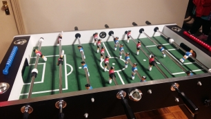 Friendsfest Joey & Chandlers foosball table