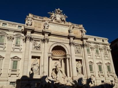 Trevi Fountain daytime 2